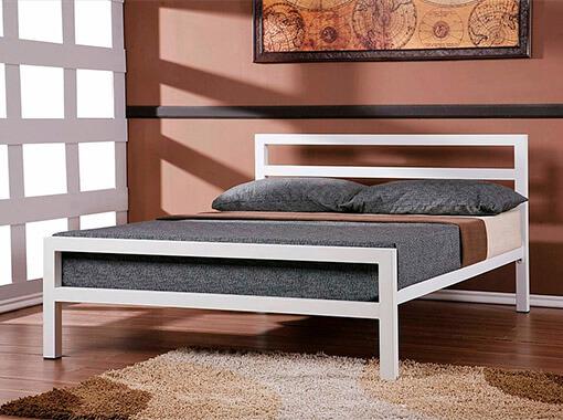 Двухспальная кровать металлическая