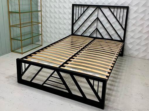 Кровать с опущенной спинкой