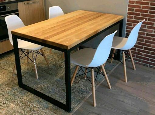 Обеденный стол на металлокаркасе