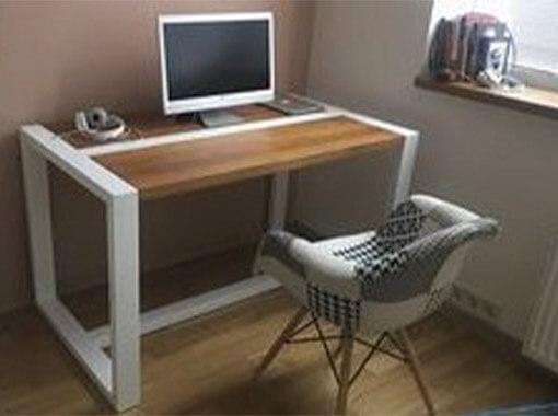 стол с нижней планкой