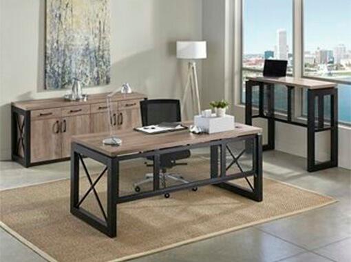 письменный стол с крестиками
