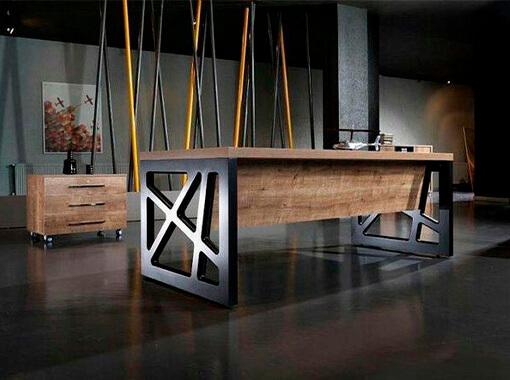 стол с металлической опорой