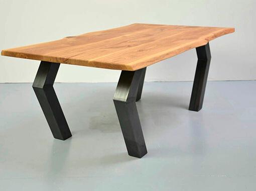 столик на металлических ножках