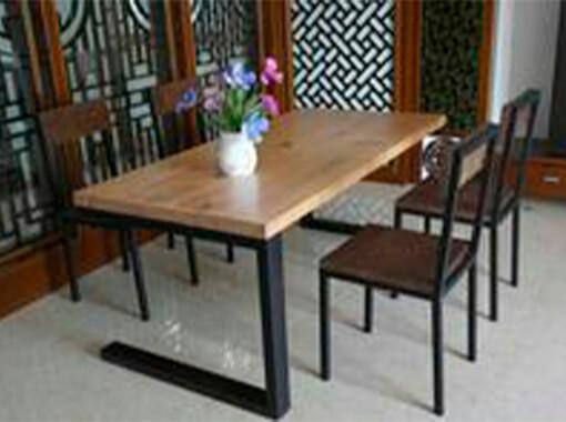 стол с металлическим основанием