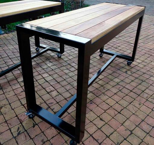 садовый стол на колесиках