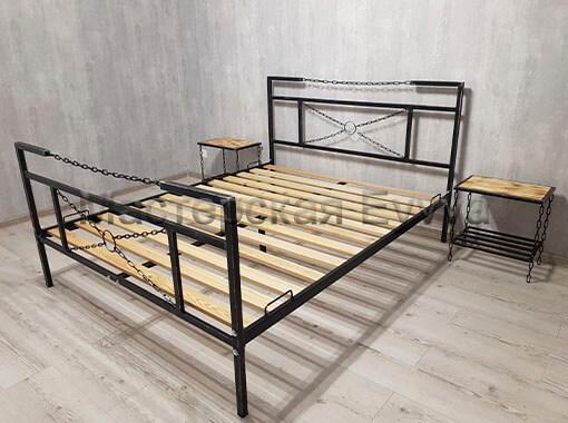 Кровать с цепями