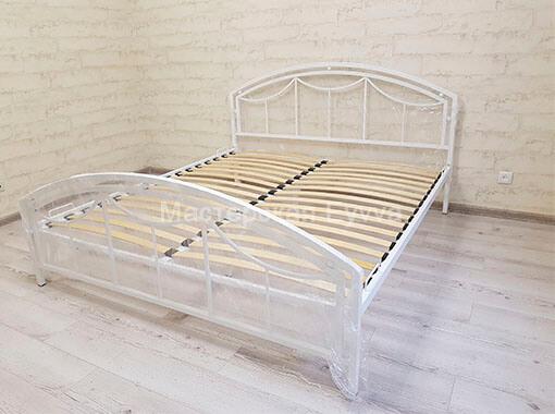 кровать с шариками