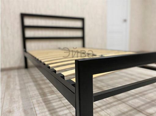 вид кровати с изножья