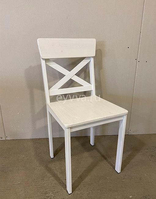 металлический стул с крестом