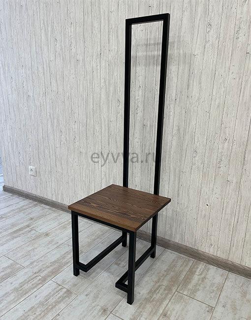 стул-трон с высокой спинкой